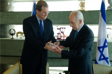 Former Israeli President Shimon Peres Reveals His Profound Historic Relationship With The Greek People