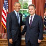 Ο νέος Πρέσβης της Ελλάδας στις ΗΠΑ Χάρης Λαλάκος επέδωσε τα διαπιστευτήριά του στον Αμερικανό Πρόεδρο Μπαράκ Ομπάμα.