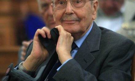 Aνοιγμα βιβλίου συλλυπητηρίων για τον πρώην Πρόεδρο της Δημοκρατίας Κωστή Στεφανόπουλου