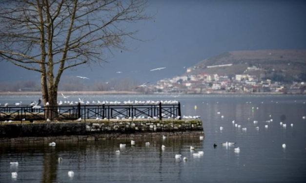 Υπέροχες φωτογραφίες της λίμνης των Ιωαννίνων μέσα στο καταχείμωνο
