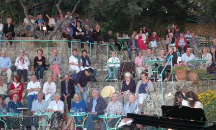MOUNTAIN THEATRE BISTRO  HOSTS HONEY-VOICED CHOIR  By Aurelia