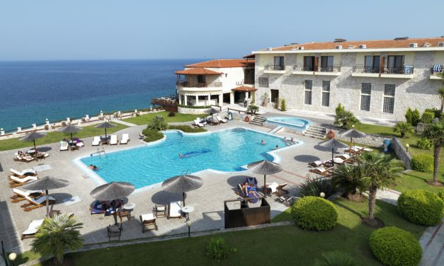 BLUE BAY HOTEL HALKIDIKI: SURROUNDED BY NATURAL BEAUTY